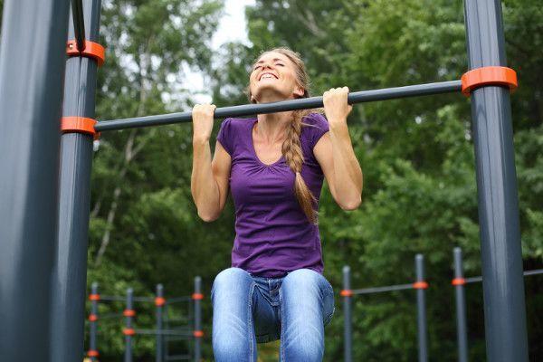 подтягивания на турнике женщины как научиться подтягиваться тяга верхнего блока