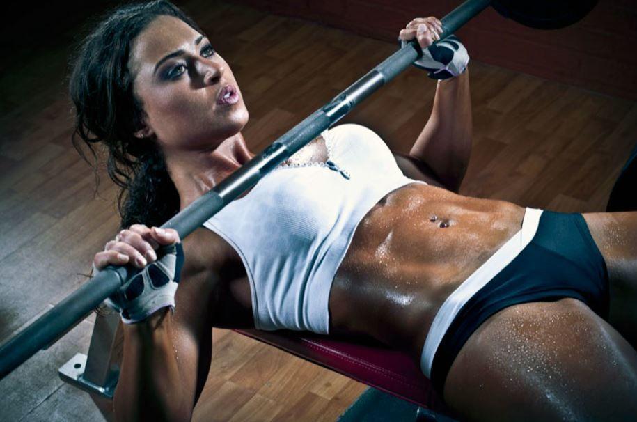 развитие физических качеств спорт секреты фитнеса тренировки упражнение спортивный зал программа тренировок сила выносливость мышечная масса