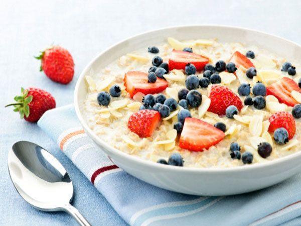 полезный завтрак что кушать правильный завтрак каша ягоды ржаной хлеб яйца фрукты