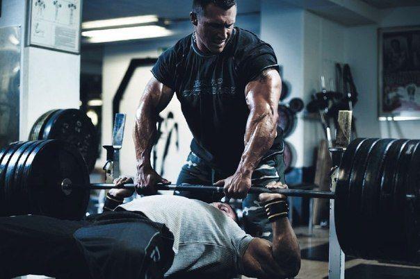 Программа тренировок для мужчин, дома, в зале